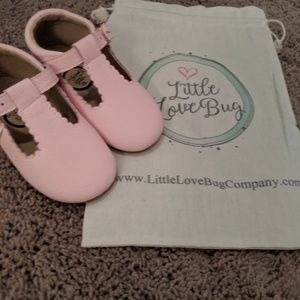Light pink Mary Jane's size 7 in toddlers